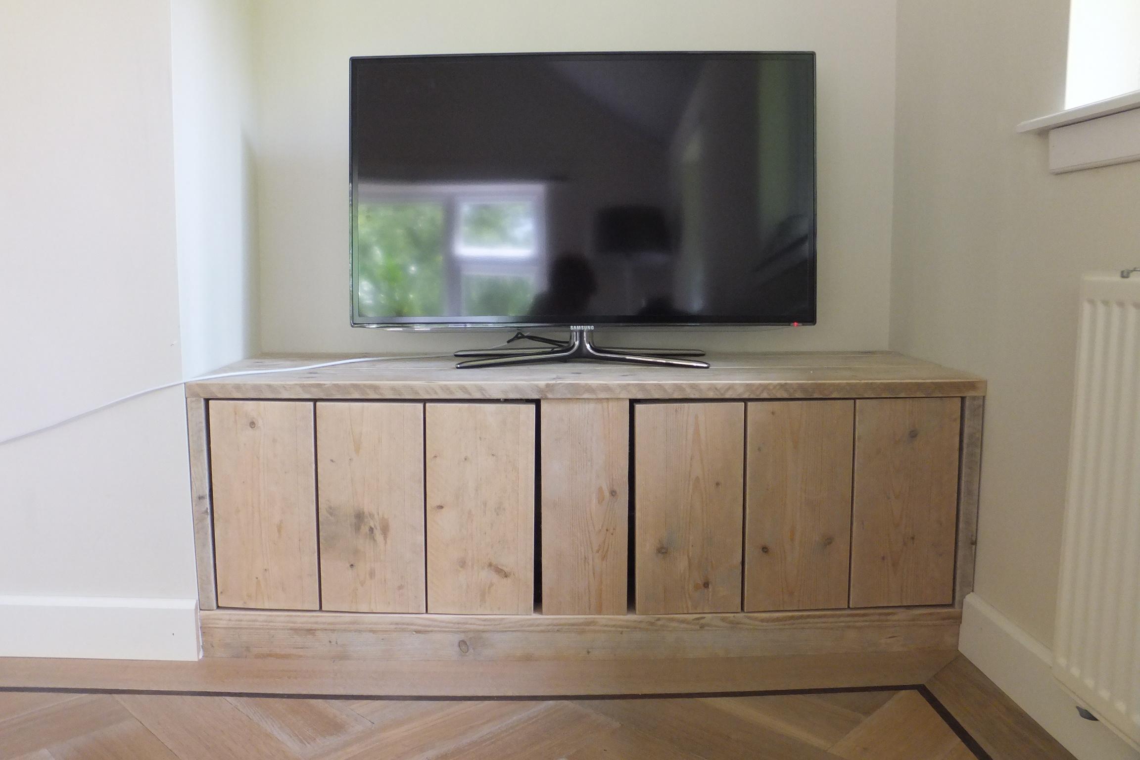 Steigerhouten inbouwkast audio/lcd - jl-meubelmaatwerk